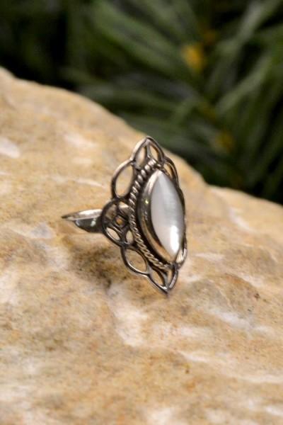 Elfenring mit Perlmutt aus Silber