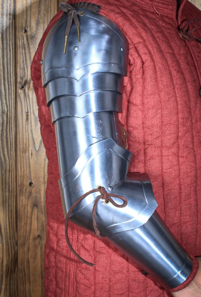 Schwerer Armpanzer Rouven aus Stahl von Freyhand