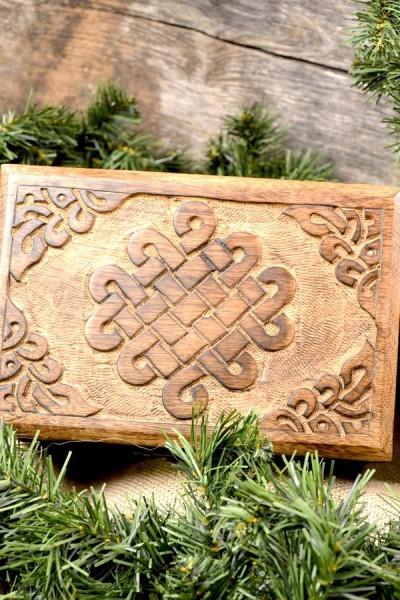 Frühmittelalter Truhe Keltenknoten aus Holz