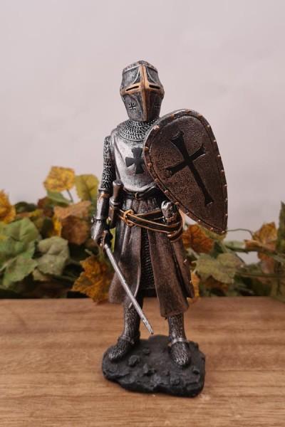 Tempelritter mit Schwert und Schild