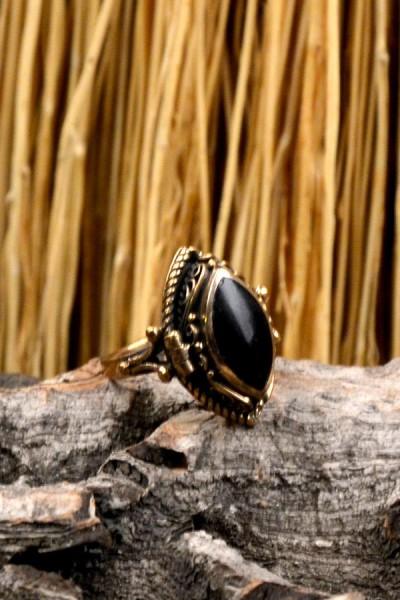 Mittelalter Giftring mit Onyx aus Bronze