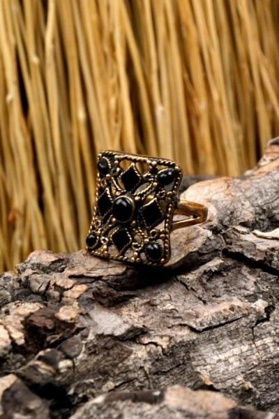 Byzantinischer Ring mit Onyx-Kreuz aus Bronze