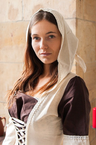 Mittelalter Kleid Helena mit Kapuze