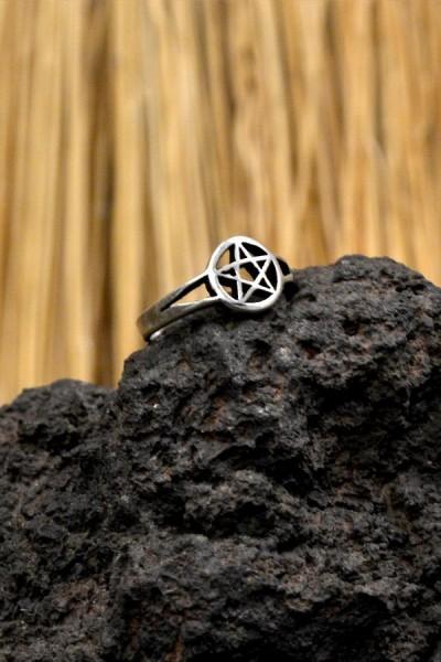 Hexen Ring mit Pentagramm aus Silber