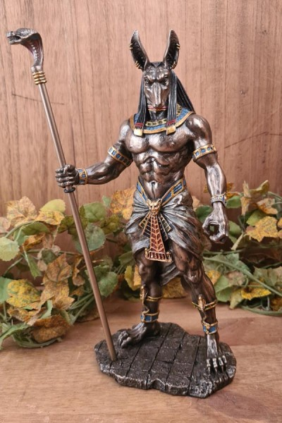 Anubis, Gott des Todes mit Kobrazepter - handbemalt