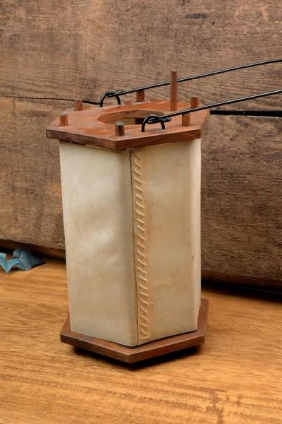 Wikinger Visby-Laterne aus Holz mit Rohhaut