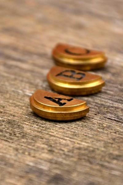 halbe Siegelplatte Buchstabe für Siegel